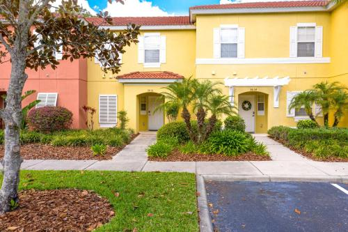 Magical 3Bdr 2bth for 6ppl with Pvt Pool With Huge Clubhouse and amenities near Disney Parks - image 6