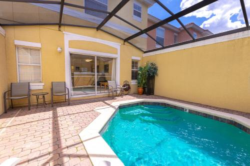 Magical 3Bdr 2bth for 6ppl with Pvt Pool With Huge Clubhouse and amenities near Disney Parks - image 1