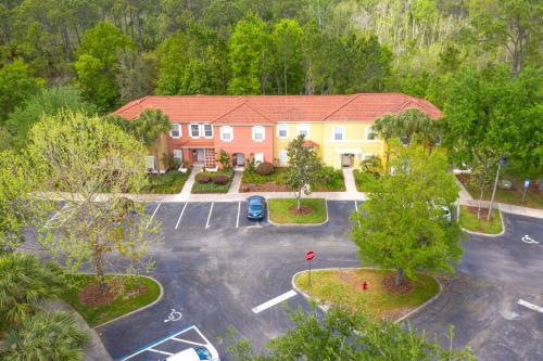 Magical 3Bdr 2bth for 6ppl with Pvt Pool With Huge Clubhouse and amenities near Disney Parks - image 12