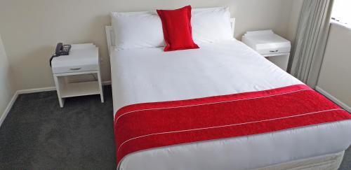 Shadzz Motel - Accommodation - Palmerston North