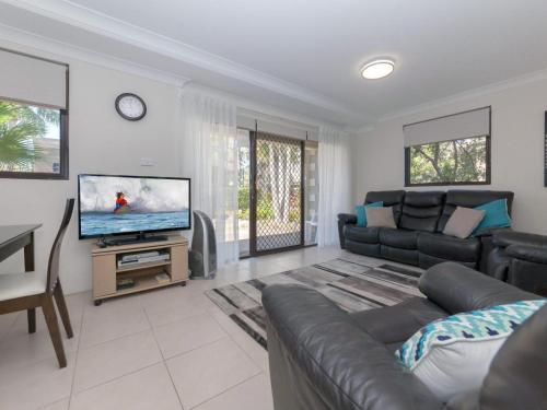 16 'Carindale' 19-23 Dowling St - Ground floor, Foxtel, Pool and Tennis Court