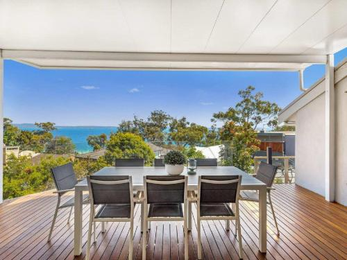 'Nunkeri', 5 Kerrie Close - Stunning House with Fabulous Views, Linen, WIFI & Air Conditioning