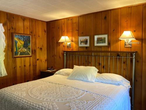 . Ludington Blue Spruce Inn