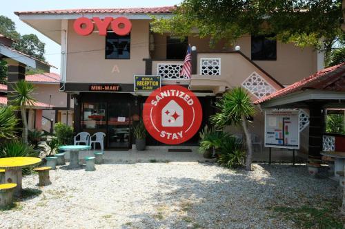 . OYO 44005 Senangin Resort & Cafe