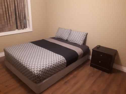 Deluxe 2 Bedroom 2 Bath Apartment and Den with Gym