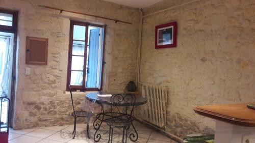 joli maison en pierre - Location saisonnière - Arles