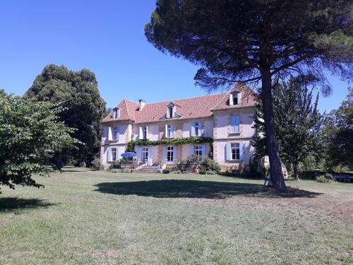 . Château Le Tour - Chambres d'Hôtes