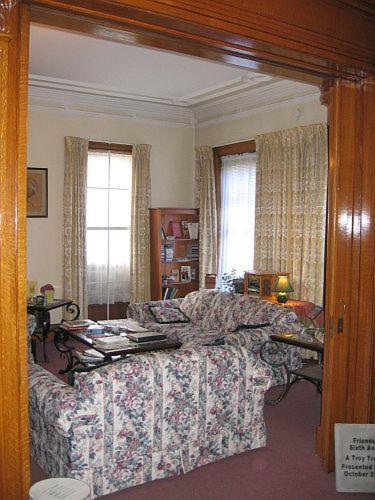 Olde Judge Mansion B&B - Accommodation - Troy