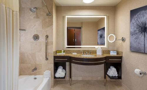 Hilton Americas - Houston - image 4