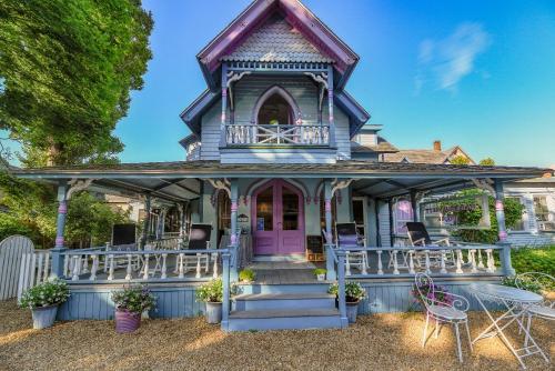 Narragansett House