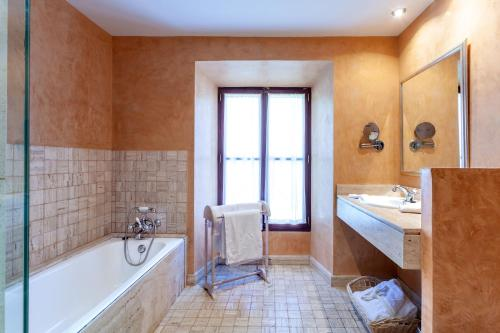 Superior Double or Twin Room with Terrace Finca Hotel Son Palou 17