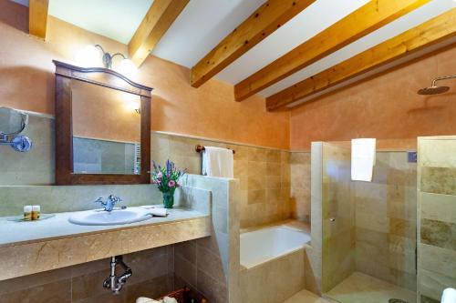 Junior Suite mit Terrasse Finca Hotel Son Palou 7