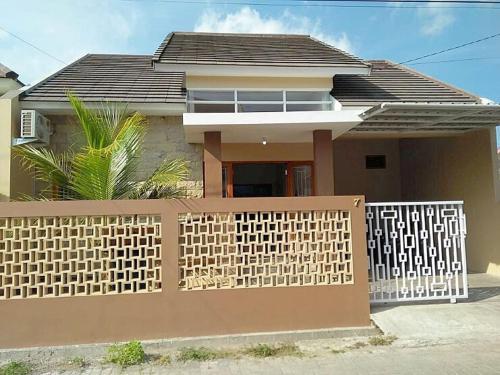 Rumah Mba Ayu 2, complete amenities and karaoke, Yogyakarta