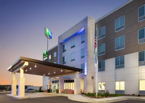 . Holiday Inn Express Calhoun South, an IHG Hotel