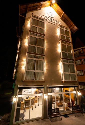 . Micheline Hotel Tricot