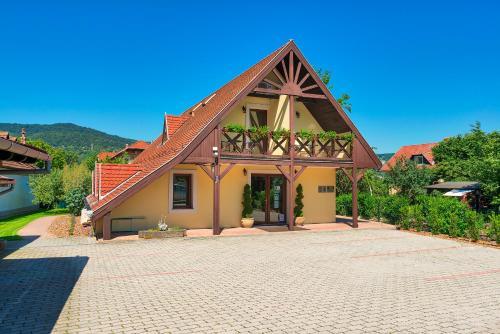 Honti Panzió, Pension in Visegrád