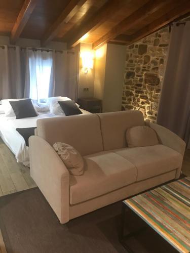 Estudio con cama extragrande y sofá cama - Uso individual Osabarena Hotela 6