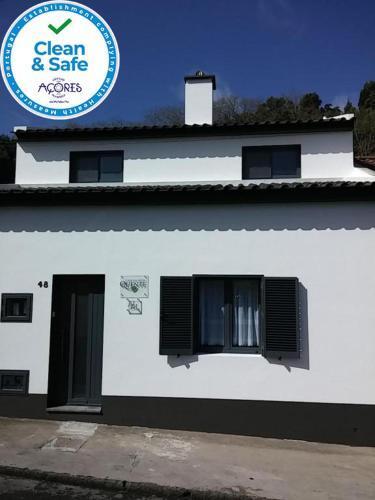 Casa Da Água Quente 2 - Photo 2 of 40