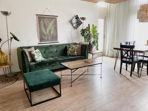 Apartment Kerkplein 7A, Pension in Zandvoort
