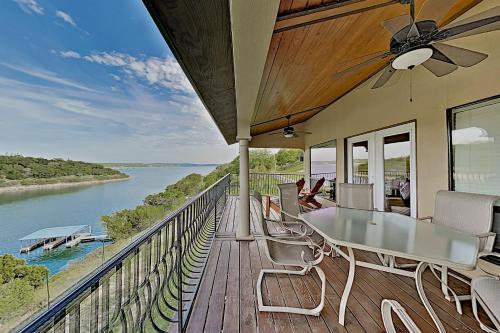. Shiraz Haus on Lake Travis