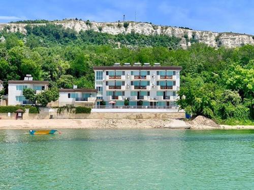 . Hotel Oasis - Beach Access