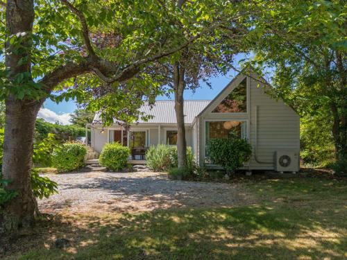 Copper Beech Cottage - Wharewaka Holiday Home