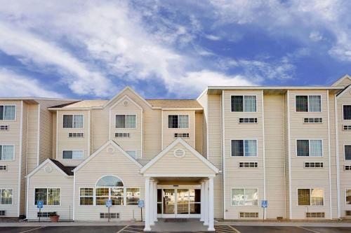 . Microtel Inn & Suites by Wyndham Prairie du Chien