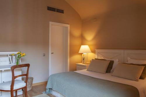 Habitación Doble con balcón  El Far Hotel Restaurant 4