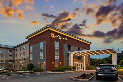 . La Quinta by Wyndham San Francisco Airport North