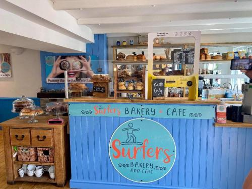 Surfers Bakery And Cafe