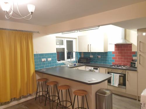 Be More Homely - Ell - An Entire North Birmingham Stylish 3 Bedroom House X2 SKing Beds FREE PARKING & WIFI