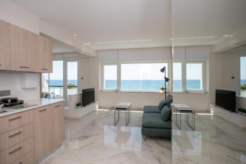 Les Palmiers Sunorama Beach Apartments - Photo 3 of 17