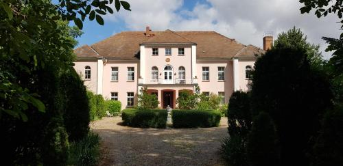 . Schloss Frauenmark