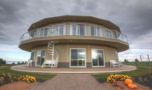. Around the Sea - Cana da's Rotating House, Suites & Tours