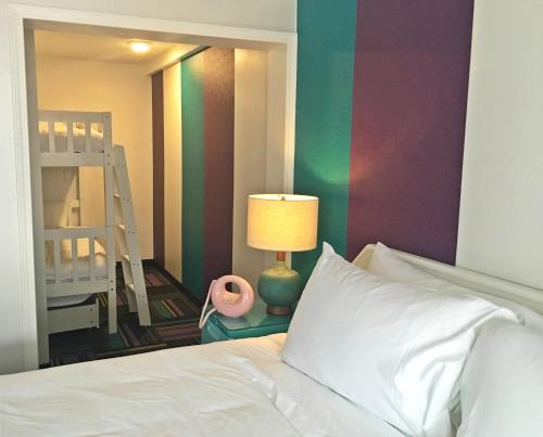 Hotel Zed Kelowna - Photo 4 of 30