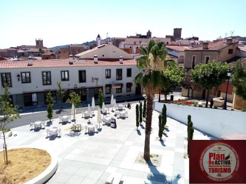 . Apartamentos Turísticos La Garza