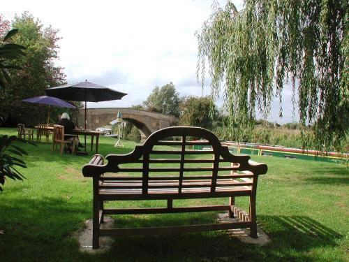 Buckland Marsh, Faringdon, Oxfordshire, SN7 8RF, England.