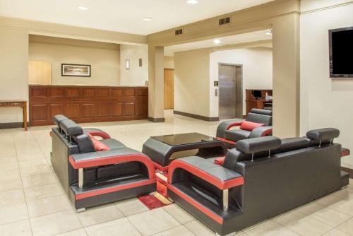 . Hawthorn Suites Bloomington