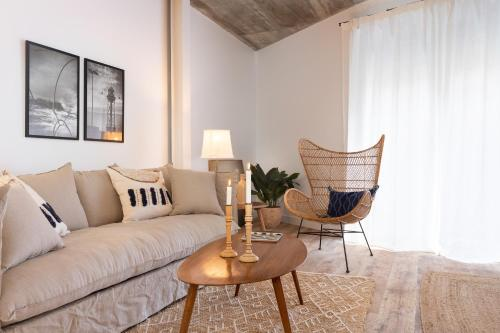 Sealona Born Apartments