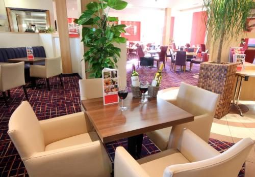 Ramada London North photo 17