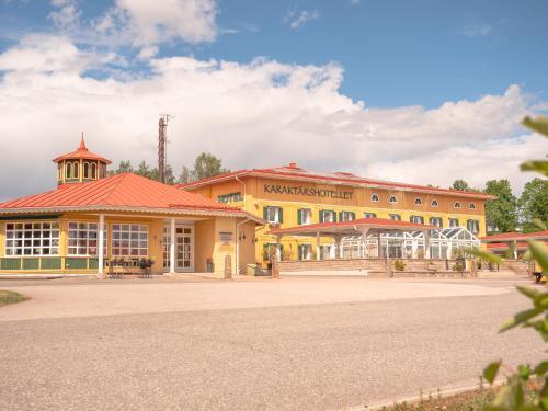 . Björkbackens Karaktärshotell