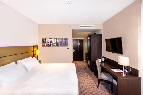 Premier Inn Dubai Al Jaddaf - Photo 7 of 47