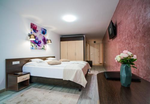 . Hotel Eden