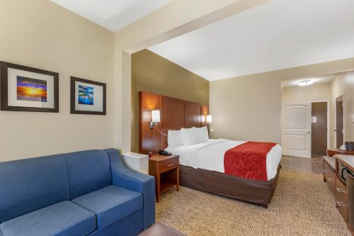 1 King Bed Suite Non-Smoking Accessible
