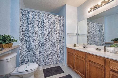 Great location 4Bed 3bth Townhouse with kids themed room's - image 5