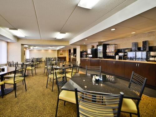 Ramada Hotel & Conference Center By Wyndham Plymouth - Plymouth, MN 55441