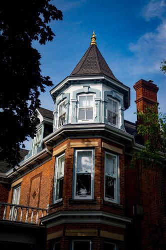 The Secret Garden Inn - Accommodation - Kingston