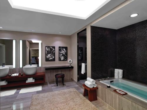 Caesars Palace Hotel & Casino - Accommodation - Las Vegas