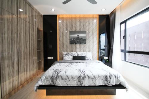 Stylish, High-Floor 2BR Suasana Suites 12, Views, Johor Bahru