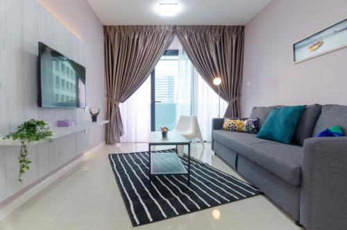 Cozy & Comfy Suite in Suasana JB, FREE Parking, Johor Bahru